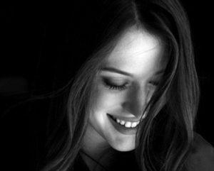sonreír - sonrisa