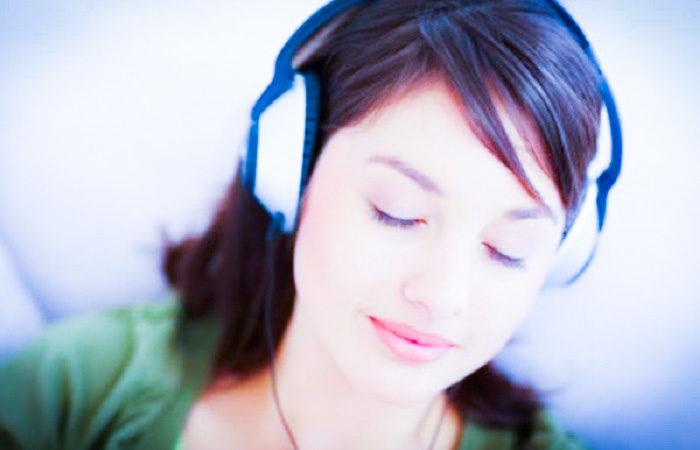 Meditar con música relajante potencia tu felicidad