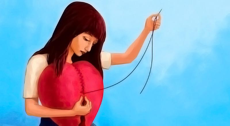 Una mujer reparando su corazón después de haber sido desilusionada